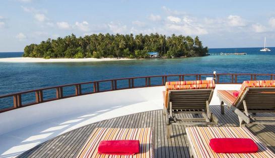 Vue d'un atoll maldivien à bord du bateau de croisière plongée Dune, le Théia