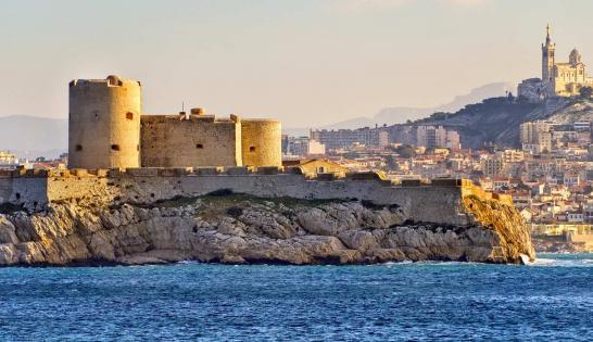 Marseille avec le fort saint jean, le Mucem et la bonne mère